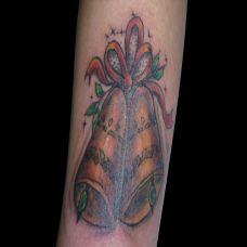 胳膊上的铃铛纹身