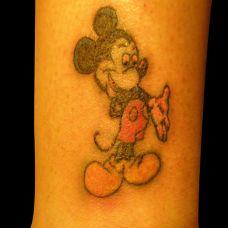 胳膊上的米老鼠纹身图案