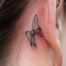 耳后的蝴蝶结纹身
