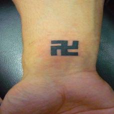 手腕上的佛印纹身