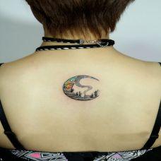 后背绚炫丽星空月亮纹身图案