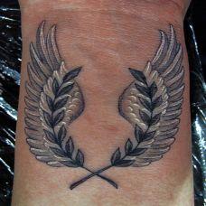 手腕上的麦穗翅膀纹身