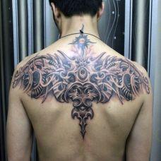 后背上的机械恶魔纹身
