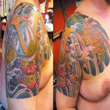 半胛日本武士纹身