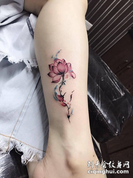 一缕幽香,小腿莲花彩绘纹身