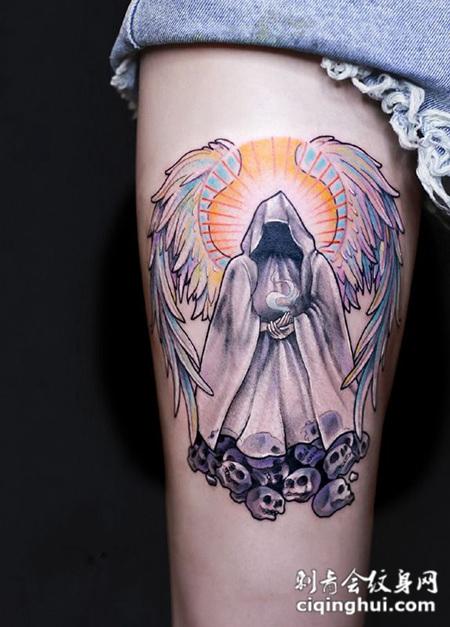 天使与恶魔,大腿挥着翅膀的死神彩绘纹身