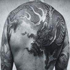 飞龙在天,后背传统神龙纹身图案