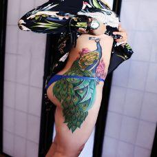 百鸟朝凤,侧腰好看的孔雀彩绘纹身