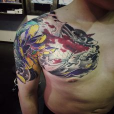 破浪乘风,半甲锦鲤与莲花传统彩绘纹身