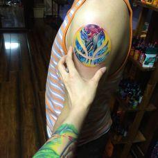 梦幻海洋,手臂颜色艳丽的鲸鱼彩绘纹身