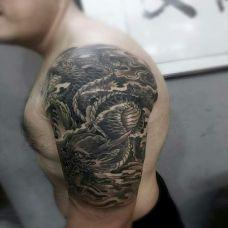 盘龙九天,大臂黑灰神龙纹身图案