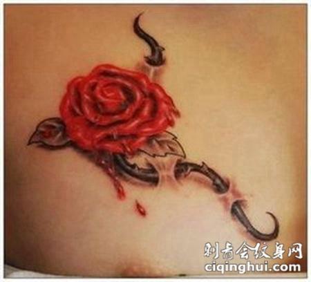 女性胸部3D滴血玫瑰纹身图案