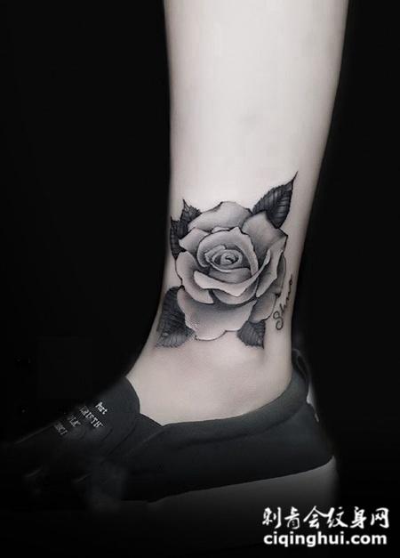 少女娇花,脚踝处细腻的玫瑰花纹身