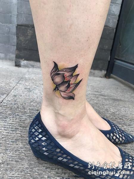 万里飘香,脚踝个性莲花纹身图案