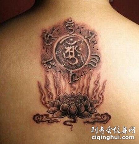 男生背部超个性3D莲花纹身图案