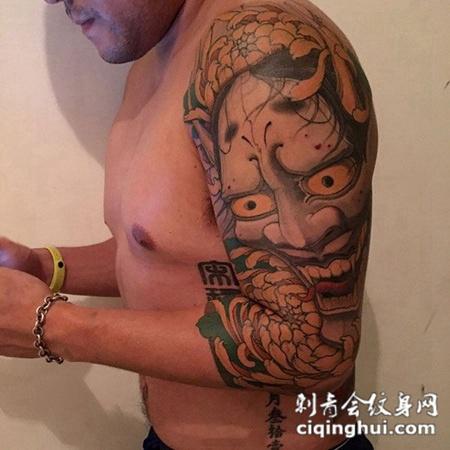 哀怨之殇,大臂般若与菊花纹身图案