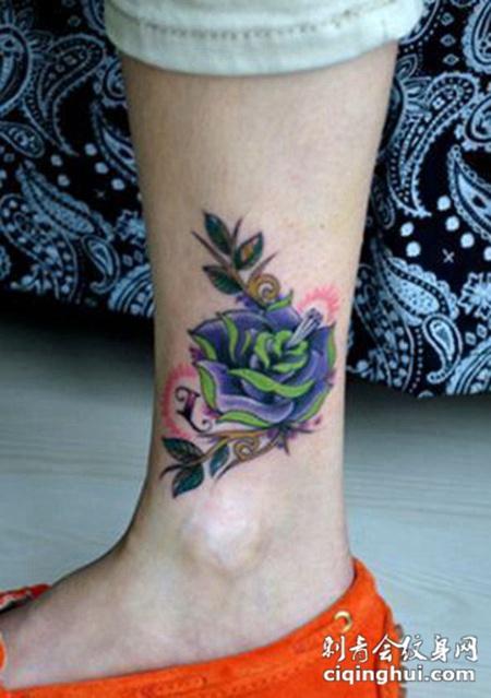 艺术玫瑰腿部纹身