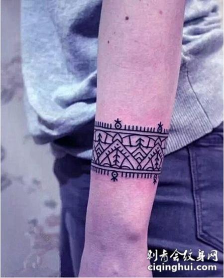 女性最爱的手腕纹身图案