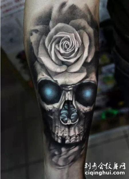 个性花和骷髅组合腿部纹身