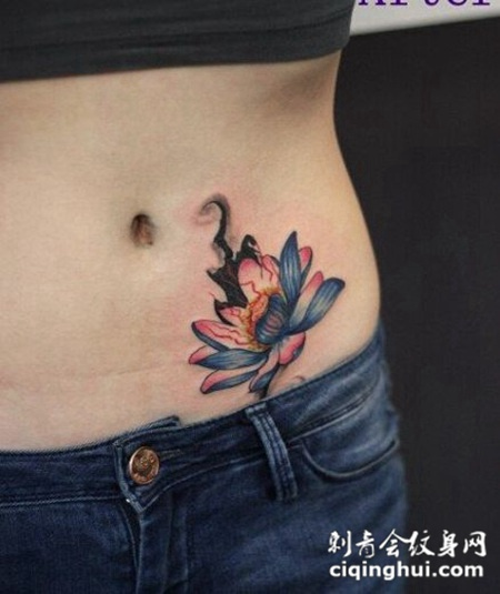 艺术莲花腹部纹身