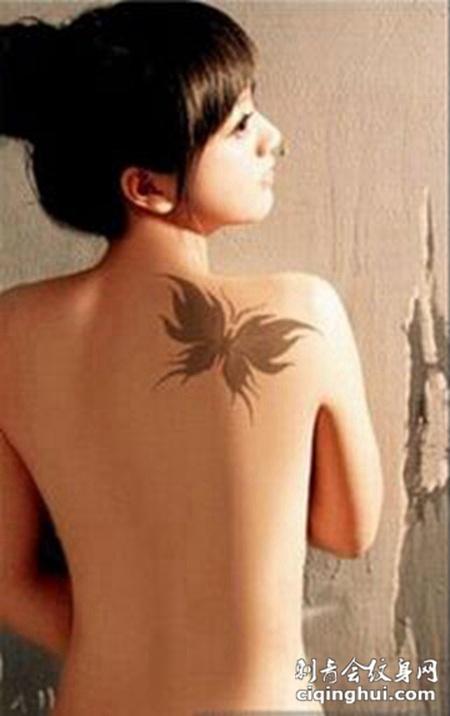 精美蝴蝶肩部纹身