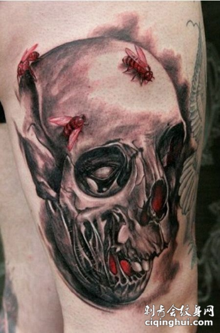 手臂上个性的骷髅纹身
