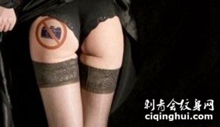 另类个性臀部纹身