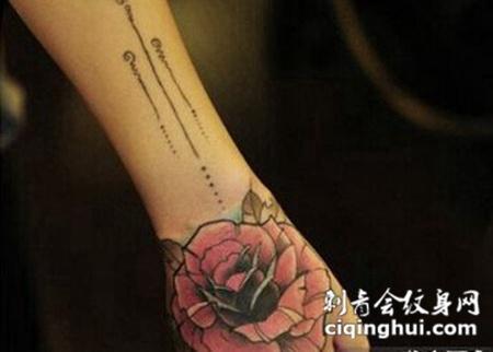 文艺玫瑰手臂纹身