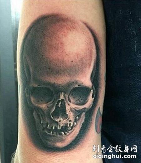 胳膊恐怖骷髅头纹身