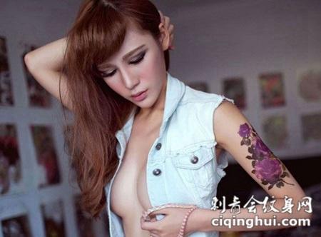 美女诱惑手臂玫瑰花纹身图片