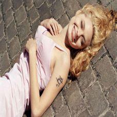 外国美女手臂小巧龙纹身图案