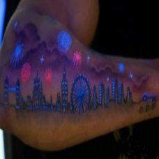 潮流时尚的荧光手臂纹身图片