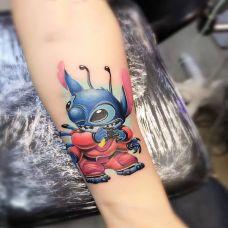 童话中的小精灵,手臂史迪仔卡通彩绘纹身