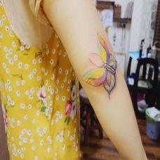 蝶恋花开,手臂好看的蝴蝶彩绘纹身