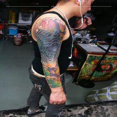 如鱼得水,传统鲤鱼花臂彩绘纹身
