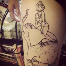 泰国象神腿部纹身