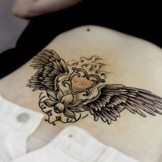 个性心形黑色纹身图案