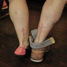 情侣脚踝上心电图纹身图案