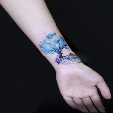 神奇的大自然,手腕水彩大树纹身图案