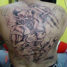 满背恐怖夜叉纹身图案