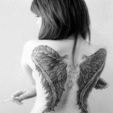 唯美背部翅膀纹身