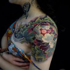 百花之王,披肩牡丹花彩绘纹身