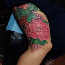 暗自芬芳,大腿好看的牡丹花彩绘纹身