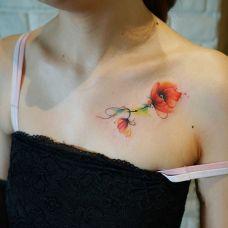 窒息之美,锁骨处好看的罂粟花彩绘纹身