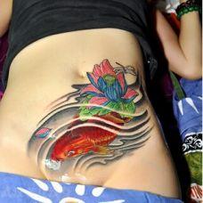 性感腰部的鲤鱼刺青图案