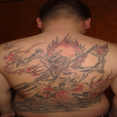 男性满背黑色夜叉纹身图案