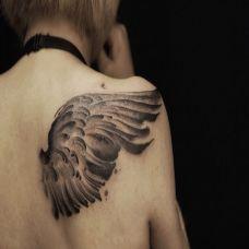 展翅翱翔,披肩个性水墨翅膀纹身