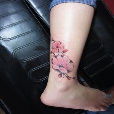 腿部艺术花语纹身