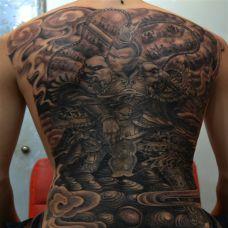 满背黑色霸气斗战胜佛纹身图片欣赏