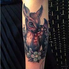 经典时尚小鹿纹身